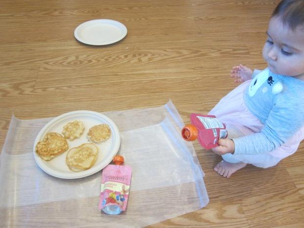 Decorating Pancakes (4)