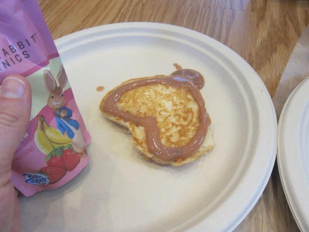 Decorating Pancakes (7)