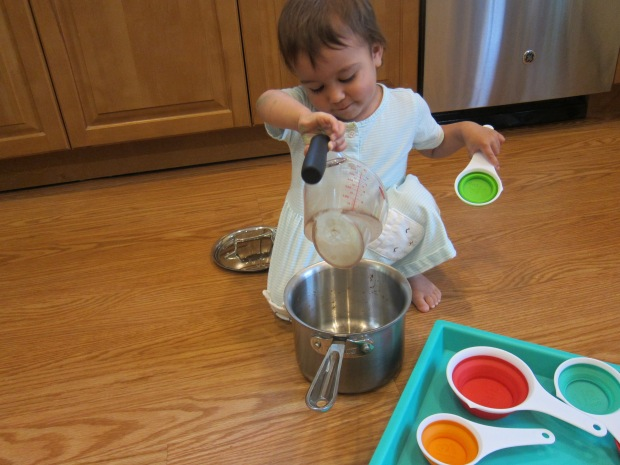 Measuring Cup Play (3)