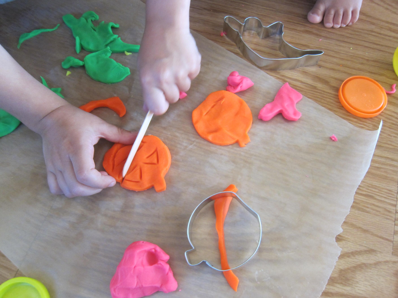 Halloween 11 Playdough Pumpkins (11)
