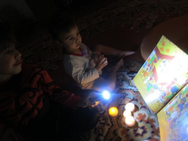 Halloween 17 Flashlight Stories (7)