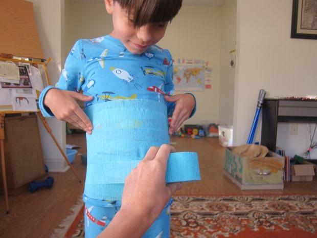 Halloween 4 Crepe Paper Mummies (1)
