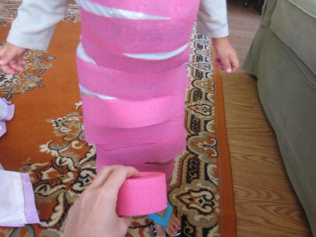Halloween 4 Crepe Paper Mummies (3)