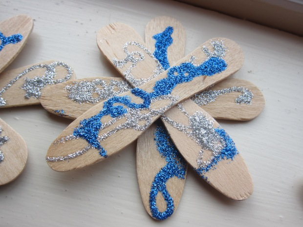 Ice Cream Stick Snowflakes (9)