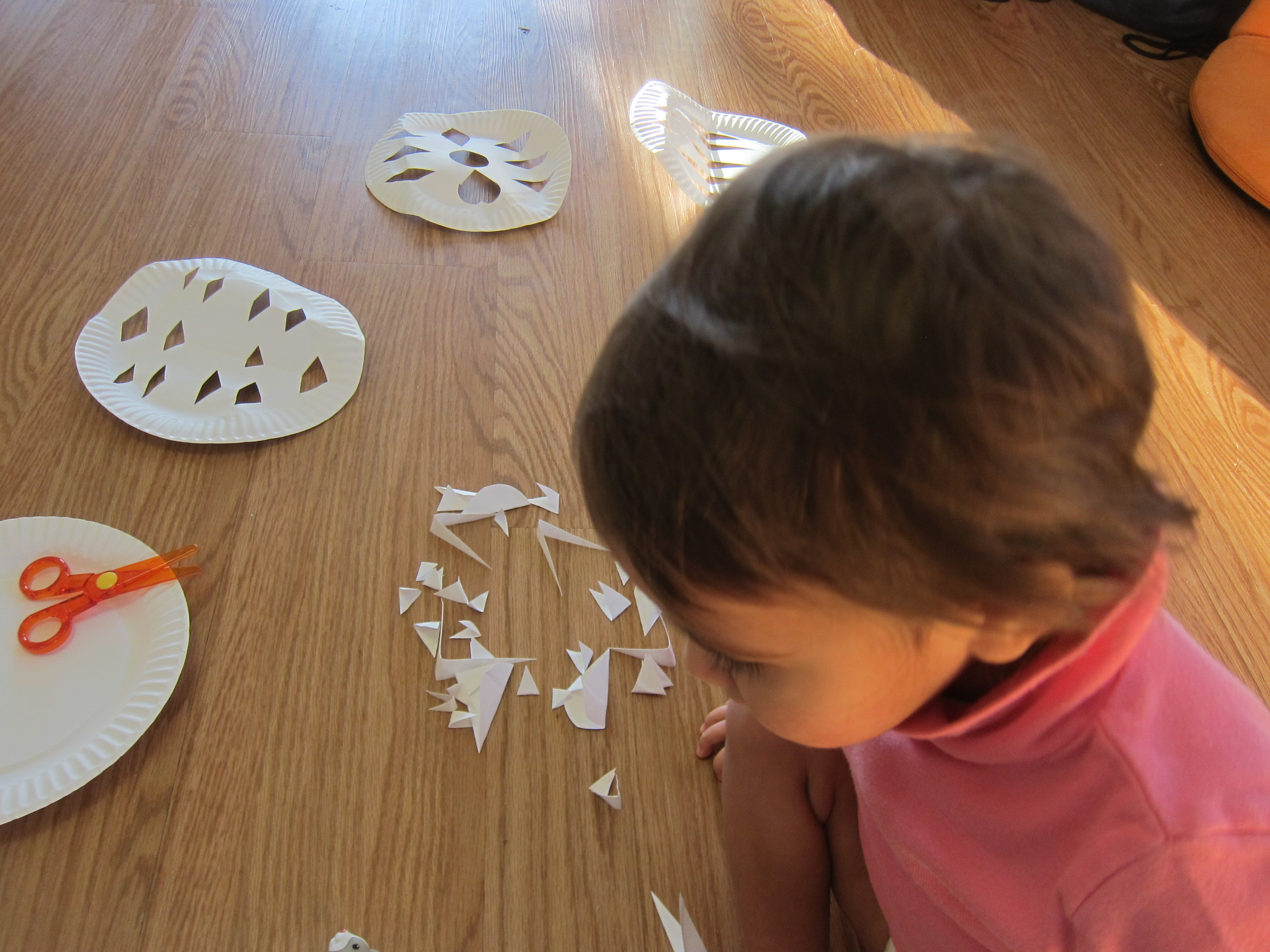 No Mess Paper Plate Snowflakes (1)