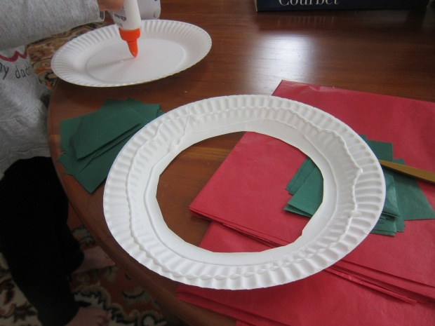 Paper Plate Wreath (1)