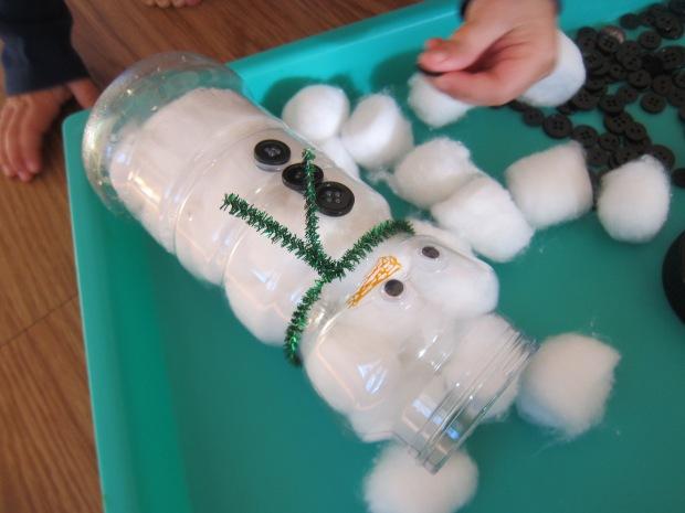 Snowman Sensory Bin (3)