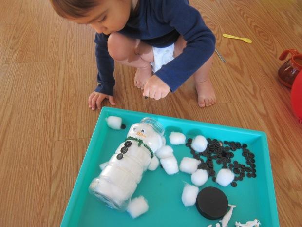 Snowman Sensory Bin (4)