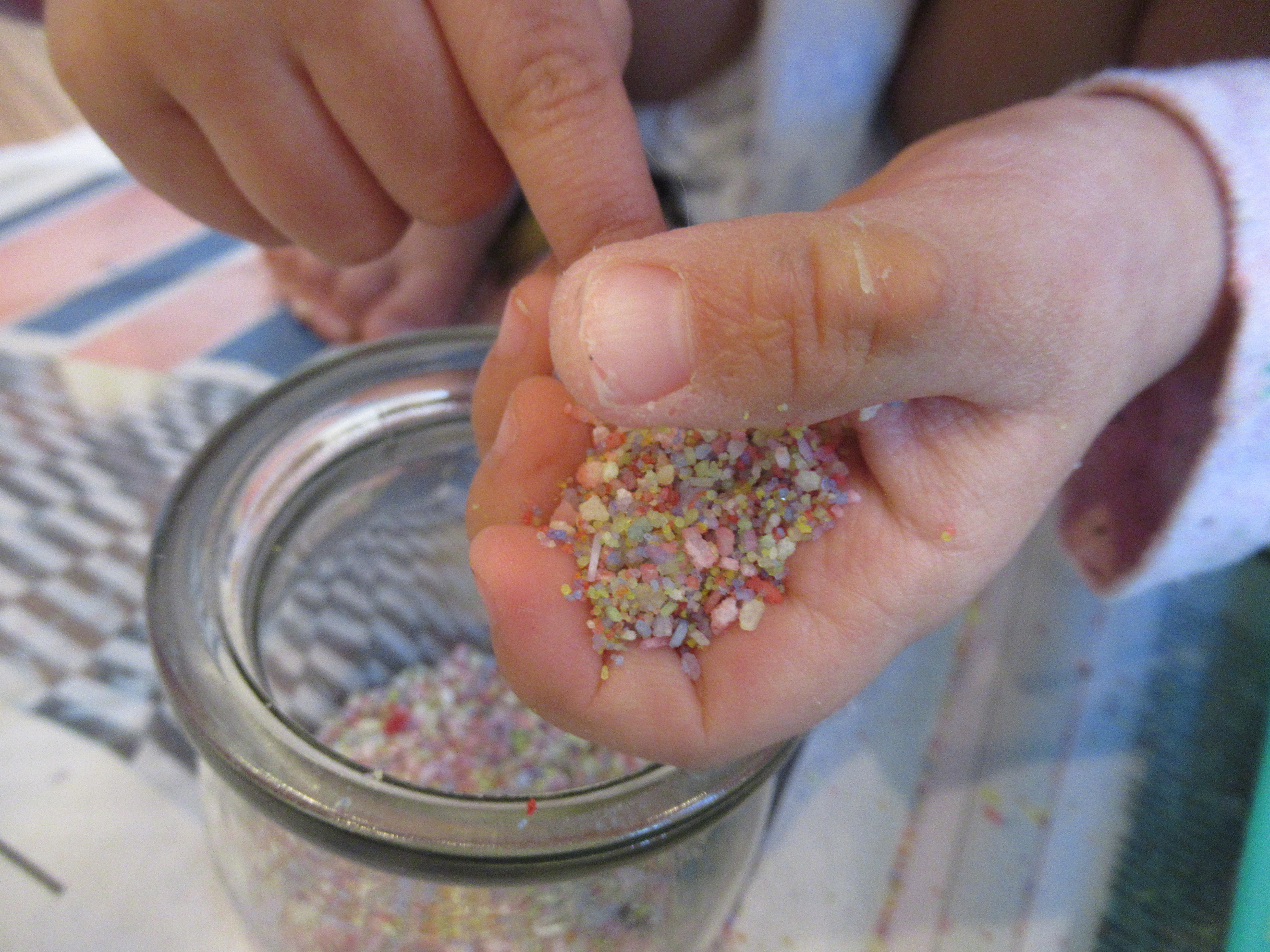 DIY Rainbow Salt (11)